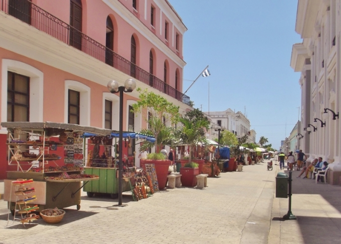 locals selling their wares on the boulevard