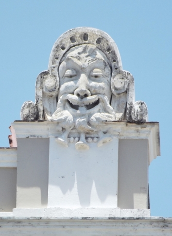 Statue on the roof of the theatre